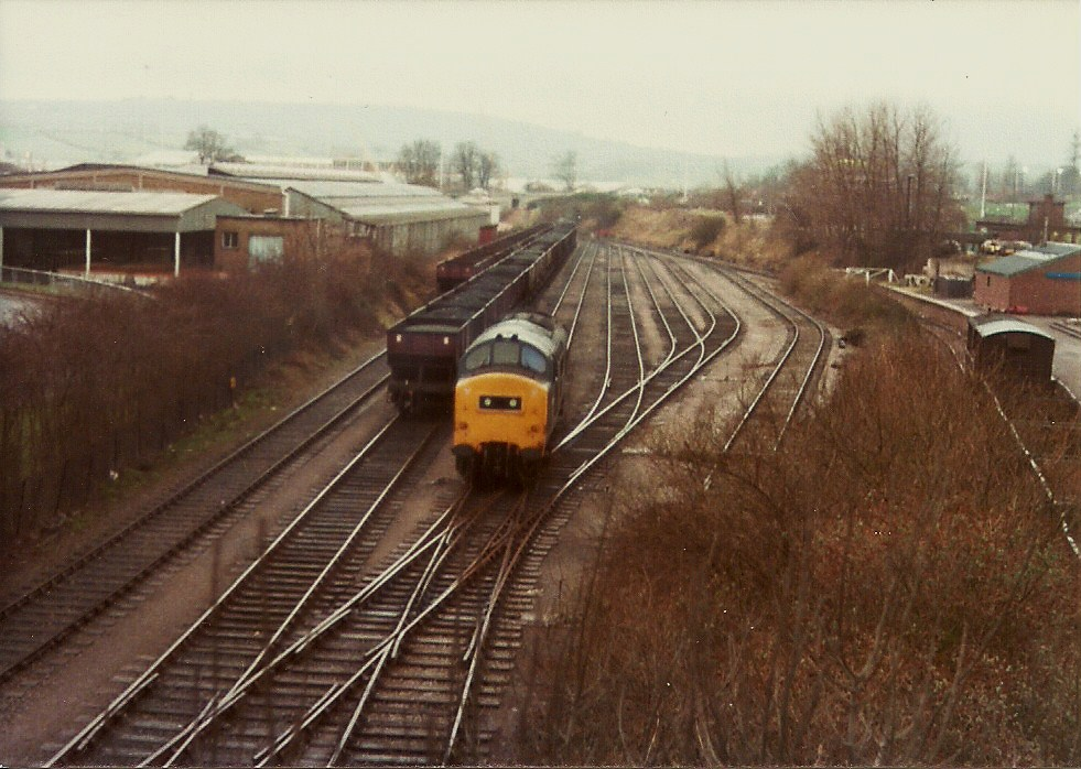 37302 is running round the loaded 21t hoppers, the empties are ready for the return trip, 11:2:80