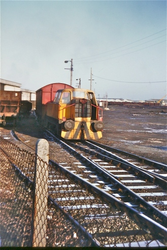 3 January 1985 at Imperial Smelting Avonmouth. Sentinel Loco No.6 hauling a VDA van - used to carry ingots from the works (Courtesy Paul Stanford)