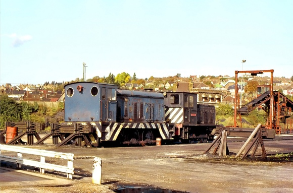 The miner's strike and lack of coal moving by rail meant that the two locos at the Strood Coal Concentration Depot had no work to undertake during my visit on 26th October 1984. Ex-Port of Bristol Authority Hudswell Clarke 0-6-0 diesel mechanical '31' (works No.D1172 built in 1959) is in the company of 0-4-0 diesel mechanical 'Telemon' built at the Vulcan Foundry (works No.D295 - Drewry Car Co.2568 of 1955), which had previously worked at the nearby William Cory's Rochester Coal Wharf. This loco is now at the Cambrian Railway, Oswestry but the Hudswell Clarke didn't survive. Copyright Gordon Edgar - No unauthorised use. Reproduced here with thanks.