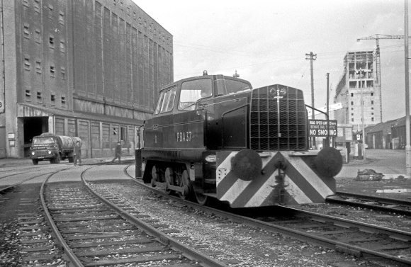 Sentinel 0-6-0D No. PBA 37 at the Port of Bristol Authority, Avonmouth Docks 13/12/64 (Courtesy Roger Hateley/RCTS)